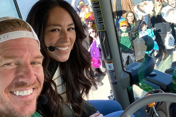 'Fixer Upper' Stars Chip + Joanna Hunting for New Projects
